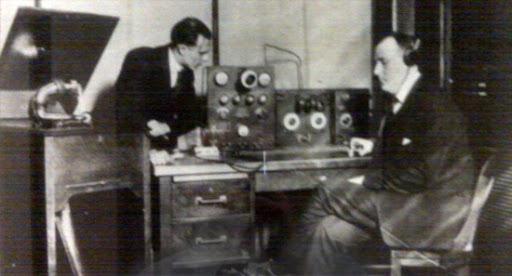 Stasiun radio pertama di Amerika Serikat